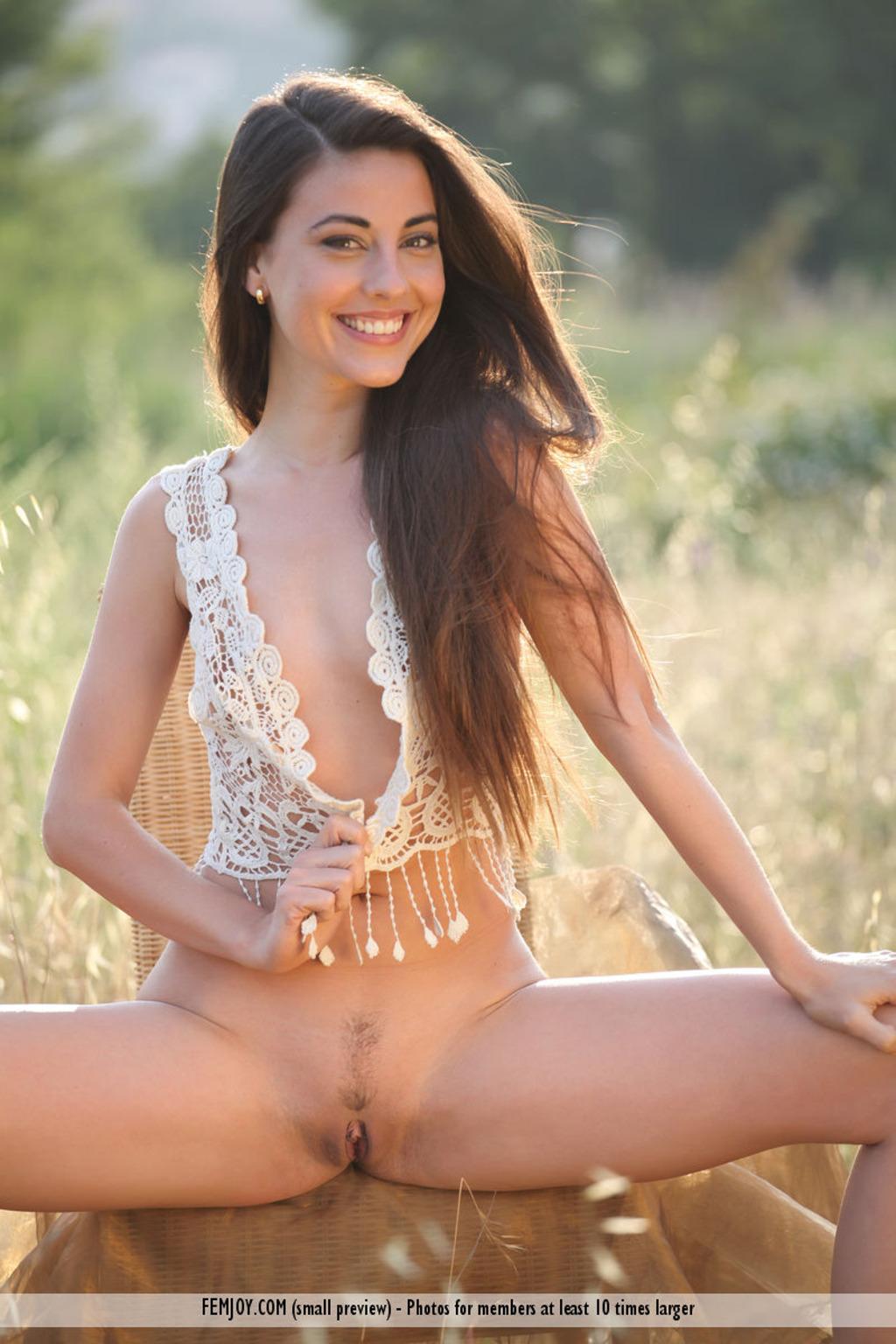 Scarlet Garcia  nackt